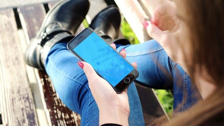 Ce model de incarcator de telefon se recomanda in 2017?