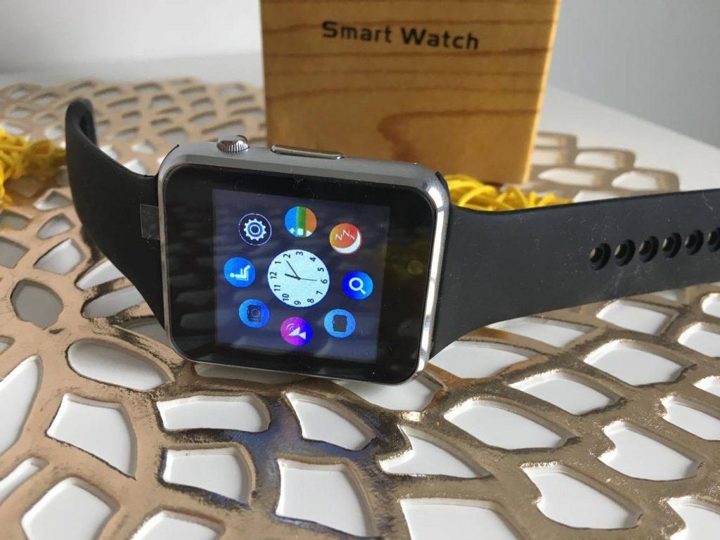 Cui ii poti oferi cadou un smartwatch?