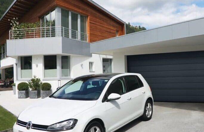Sfaturi pentru a-ți alege mai ușor ușa de garaj